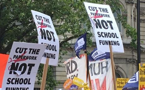 90293940 rally6 - Teachers' unions merge to make super-union