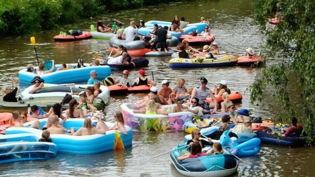 95350772 eyn5kt4 - Tyneside booze cruise - on inflatable dinghies - criticised