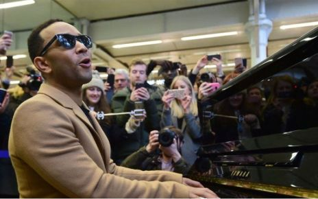 95374330 legendpaimage - John Legend plays surprise station gig at St Pancras in London