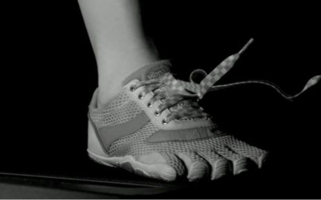95596704 p04zvk7z - Science solves the mystery of shoelaces coming undone