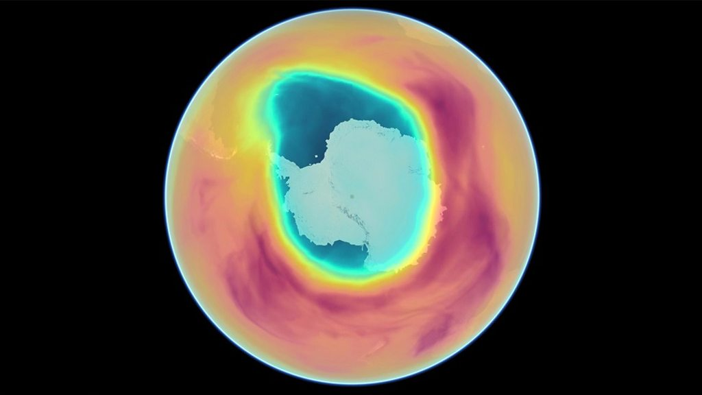 p05bym3n - A year in ozone over the South Pole