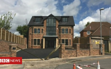 101250063 house - 'Last chance' to save 'too tall' Stoke-on-Trent house