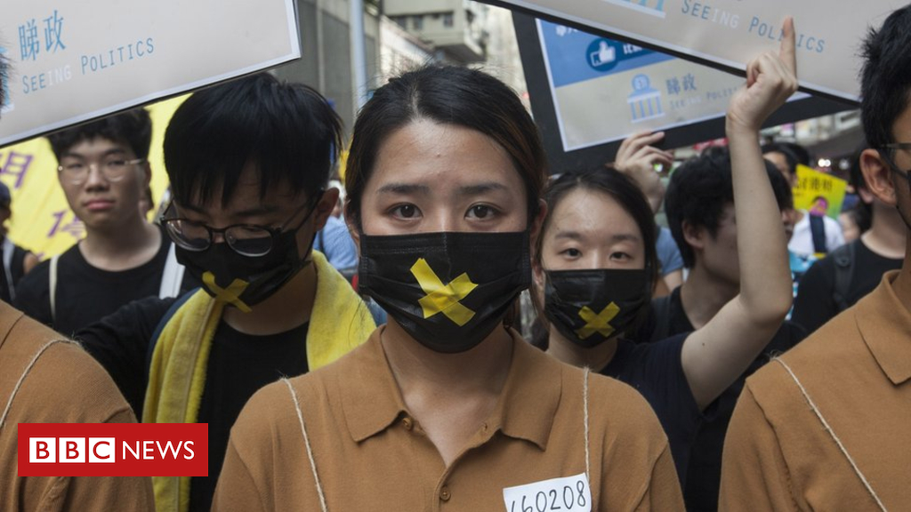 102280352 mediaitem102280351 - Hong Kong pro-democracy protests draw low turnout