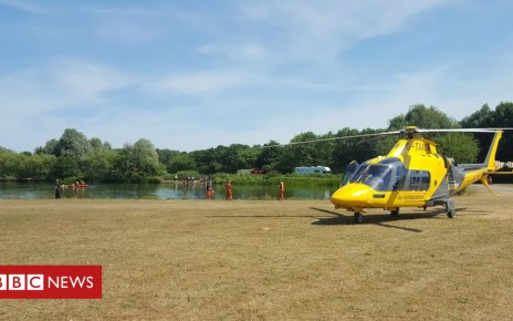 102383233 colwickrescue - Teenager dies despite Nottingham lake rescue effort