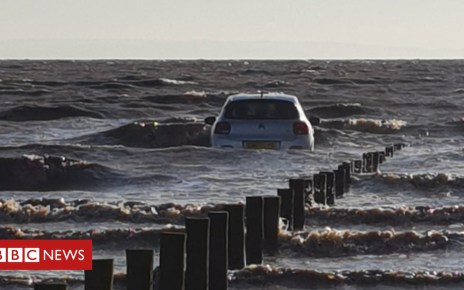102534992 car rescue 1 - High tides leaves family stranded on rocks at Brean Down