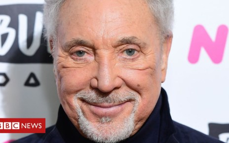 102635006 sirtom - Sir Tom Jones 'determined' to return to performing