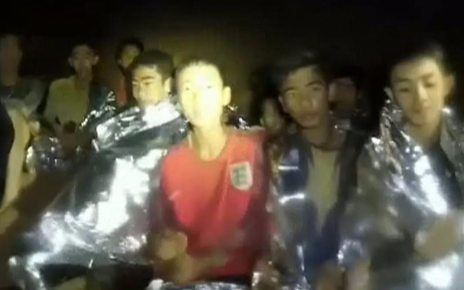 p06csyhn - Thailand cave: New video shows boys in good health