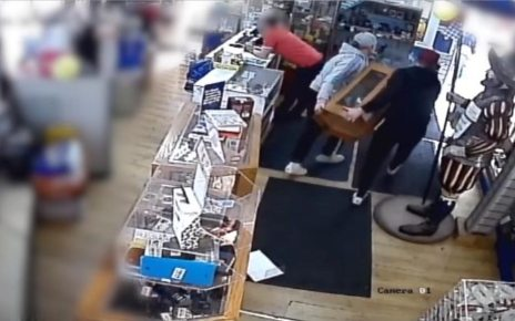 p06f3411 - Men steal cabinet of phones valued at £2,500 from Cardiff shop