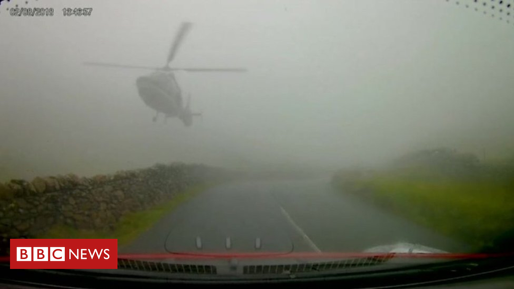 102830364 p06gkq3g - Helicopter filmed emerging from fog just metres from cars