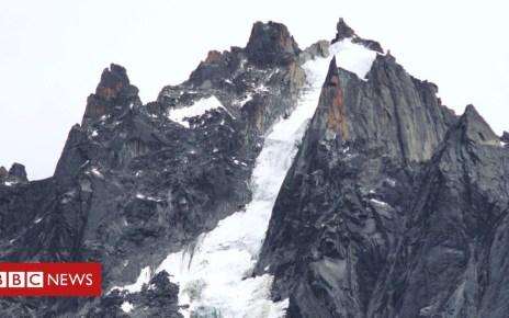102925911 048599831 - Body of one of Italian Mont Blanc climbing trio found