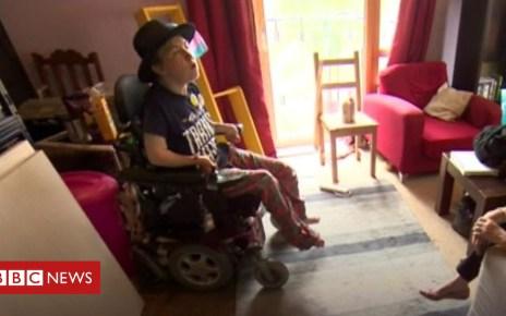 102930525 p06h4qm9 - Rail travel 'makes me feel subhuman' says disabled passenger