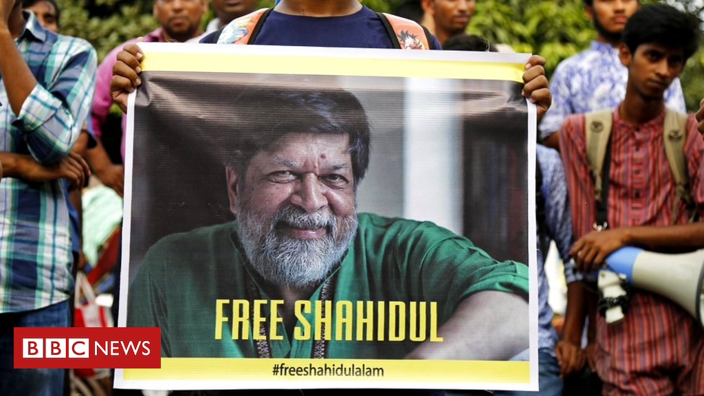 102978034 epa048614910 - Shahidul Alam: Jailed journalist's powerful photos of Bangladesh