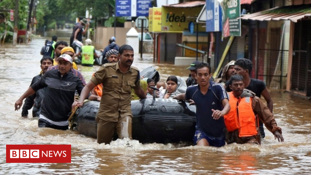 103077920 rescuersboat - Kerala floods: Rescue efforts step up as rains begin to ease