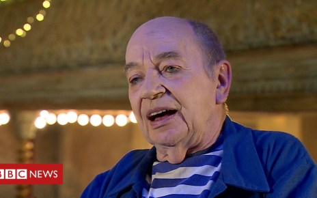 103173462 p06jfz7c - Lindsay Kemp on David Bowie, Kate Bush and eclairs