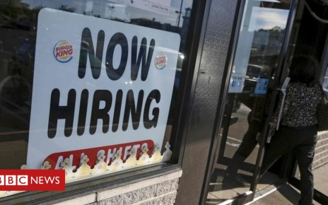 89616224 89616222 - US jobs growth slows more than expected in July