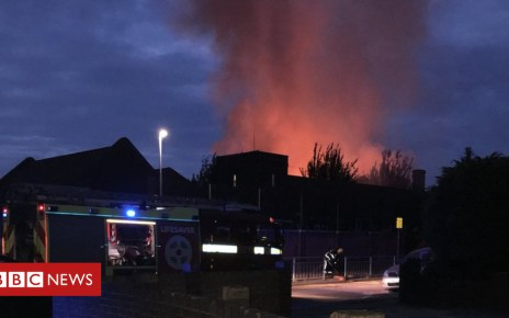 103283600 dmoy huxcaamogr - Fire at Roding Primary School, Dagenham