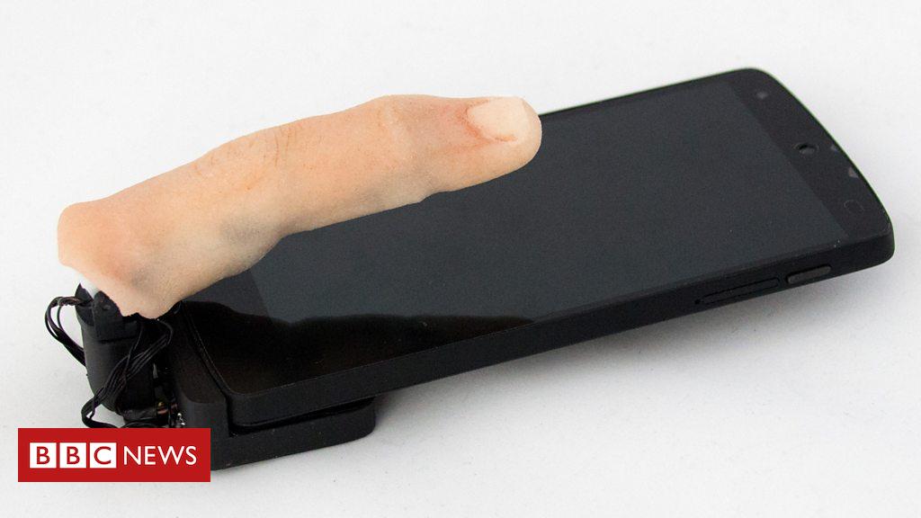 103725372 p06n120d - Feely finger phone crawls across desk
