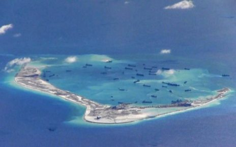 p06lrpcw - South China Sea: Chinese ship forces US destroyer off course