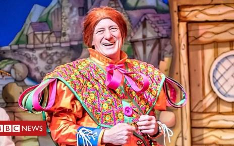 104457741 berwickkaler thegrandolddameofyork - Berwick Kaler: UK's longest-serving panto dame to retire? Oh yes he is