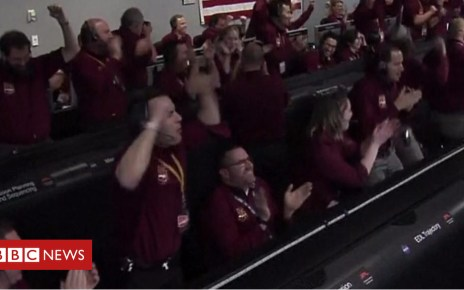 104496654 p06sxgql - Mars InSight: The moment of touchdown