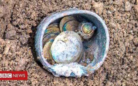 104598688 dca0e701 f1c8 401d 82cb 36627824c0e5 - Rare gold coins found in Israeli city of Caesarea