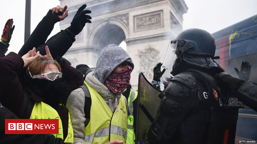 104686802 giletsjaunes - Yellow vests: France protests 'created a monster', says minister