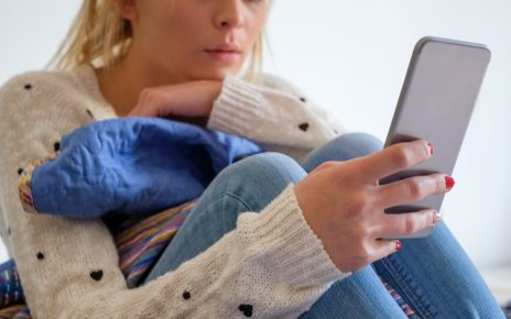 104753018 p06vczyp - Loneliness: Does being online make it worse?