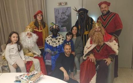 105084826 iniesta photo twitter - Andres Iniesta: Former Barcelona midfielder criticised for posing with two people in blackface