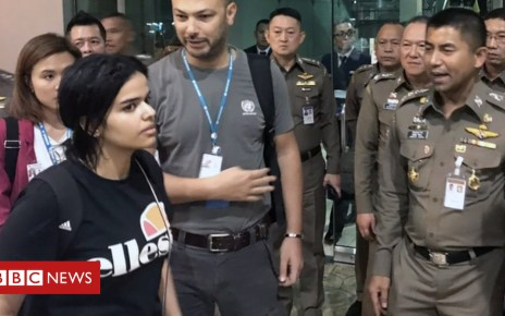 105091613 rahafleaving - Rahaf al-Qunun: UNHCR 'grateful' Saudi woman not deported