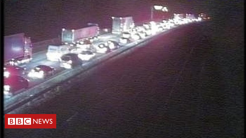 105124398 a3b9f2fd cf87 4bd4 a8d8 185ea6c132de - M6 shut after people found in lorry