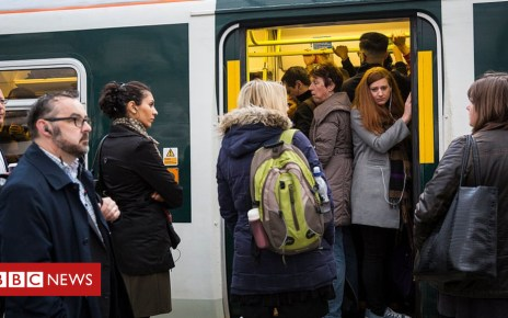 105213999 commuters - Commuters and students 'short-changed by the government'