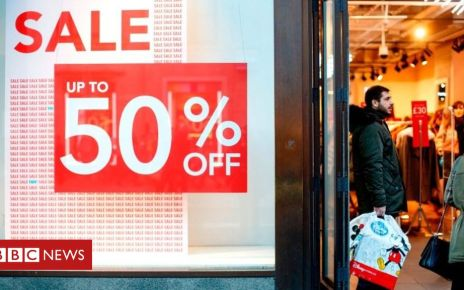 105232047 xmasgettyimages 1072661674 - Hot weather unable to stem shopper decline in February