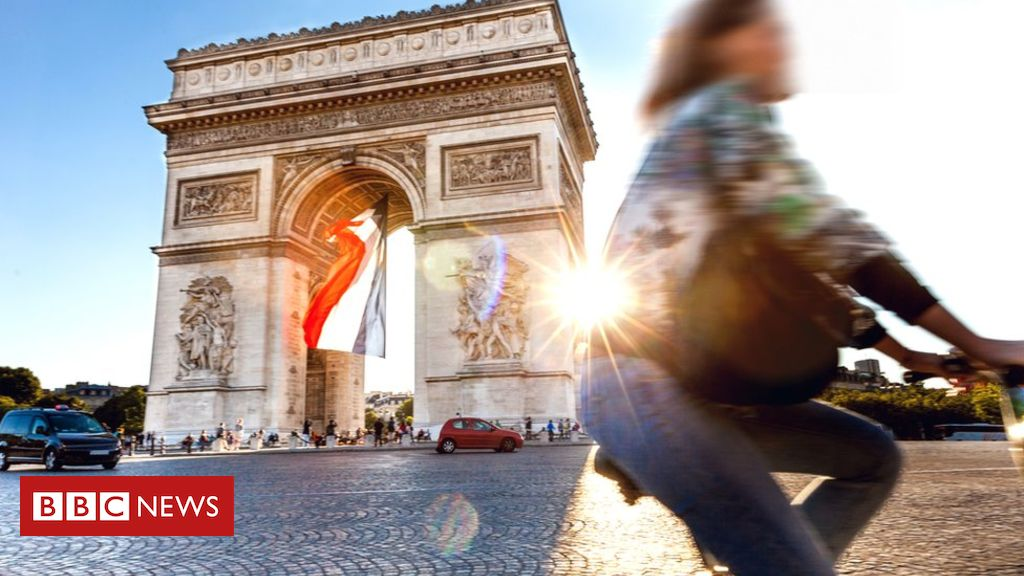 105600635 gettyimages 915690060 1 - Paris to sue Airbnb over 'illegal ads'