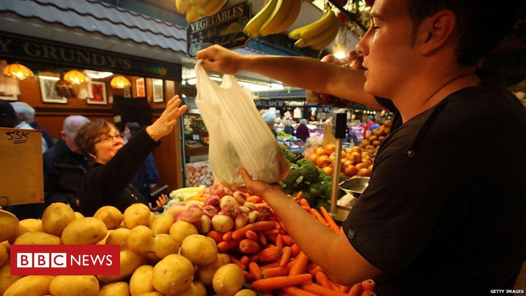 105613645 p070mrk8 - No deal Brexit: 'Food businesses facing extinction'