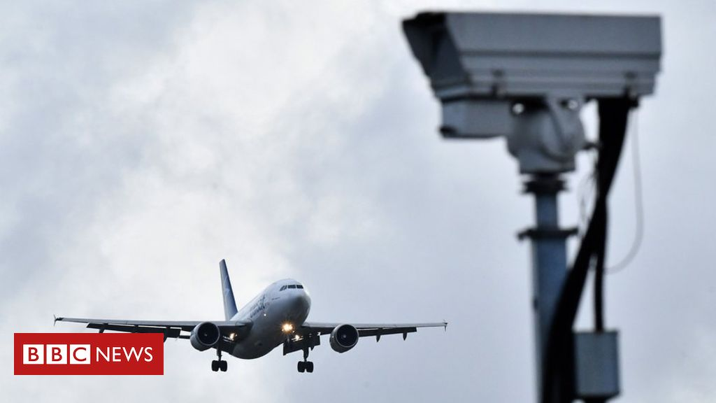 105721670 gettyimages 1074493766 - 'Sustained' drone attack closed Gatwick, airport says