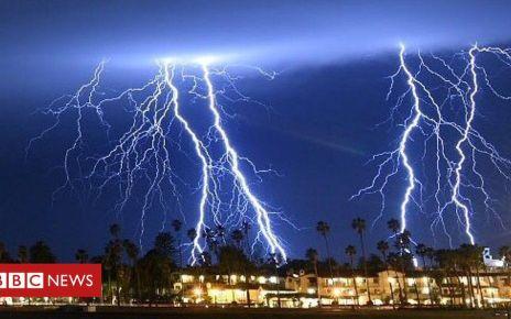 105920720 p072rwzx - Spectacular lightning illuminates Los Angeles sky