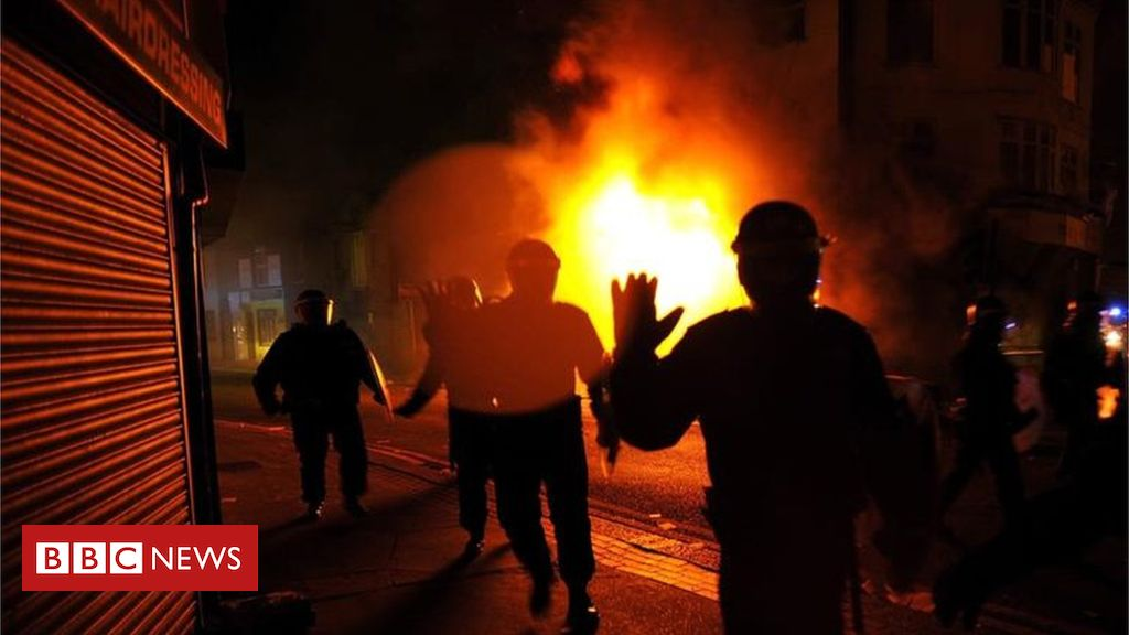 106091102 riotsretuers - Troubled Families programme could be renamed, says minister