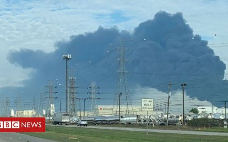 106120522 053053602 1 - Texas chemical fire: Residents of Deer Park warned to stay indoors
