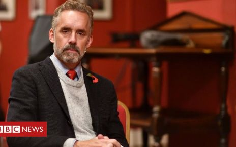 106126925 3398002a e530 4c3c 9206 33f4ae443805 - Dr Jordan Peterson: 'Anti-Islam shirt' behind fellowship U-turn
