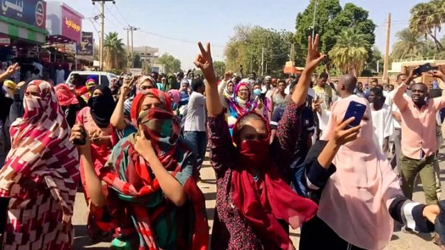 1554761128 989 Sudan protest Demonstrators continue sit in despite crackdown - Sudan crisis: Protest leaders demand end of 'deep state'
