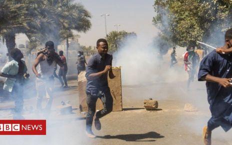 106342022 053366258 1 - Sudan protest: Tear gas fired in bid to break up Khartoum sit-in