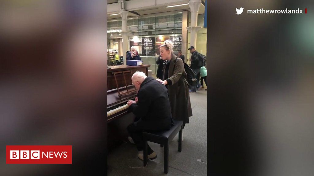 106431176 p076bts0 - St. Pancras piano man's video with Cats star vocal goes viral