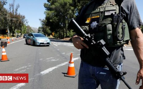 106622350 053612563 - US synagogue shooting: One person dead in Poway, California