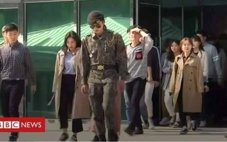 106746664 p077zd6l - Korea DMZ: South Korean tourists let back into military border compound