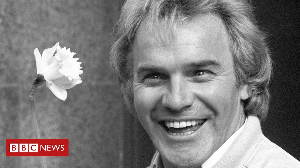 106901984 starr pa - Freddie Starr fans to say farewell at comedian's funeral