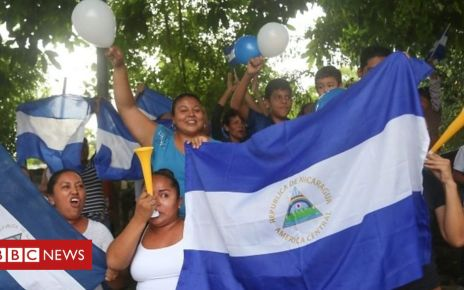 107347011 p07cx061 - Nicaraguans celebrate release of 'political prisoners'