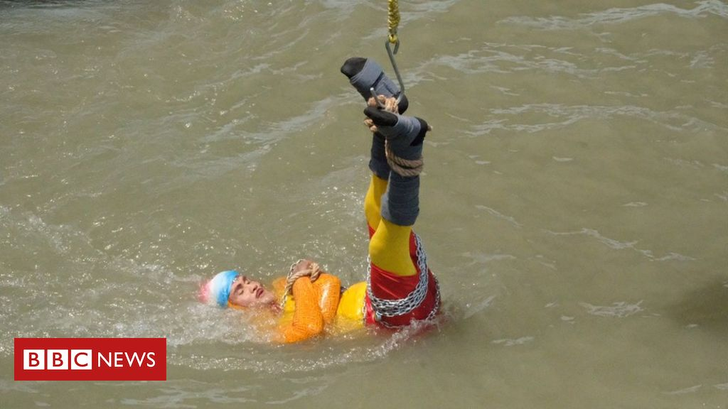 107403400 7fd09d46 208c 4b6f a019 ccd13a779934 - India magician disappears in river after Houdini trick