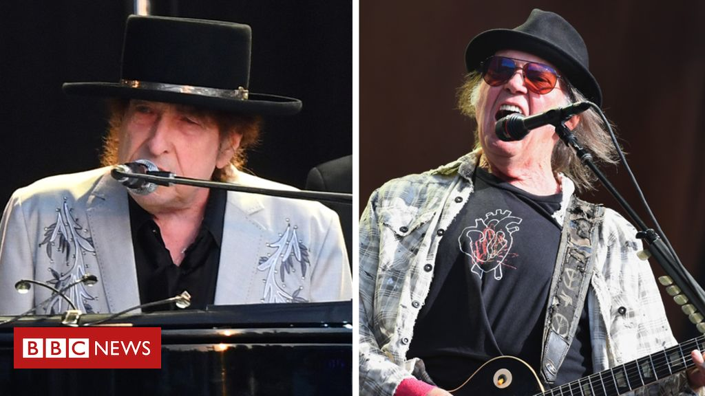 107853847 dylanyounggetty - Bob Dylan and Neil Young share Hyde Park stage