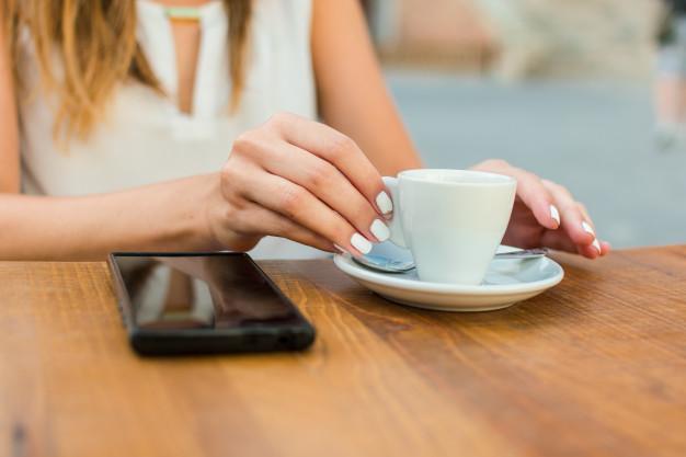 чашка кофе в пабе