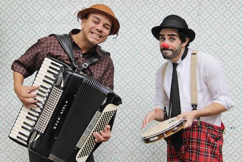 """O espetáculo """"Tuingo e Bastião - uma dupla de Baião"""" terá apresentação em Brodowski e Ribeirão Preto"""
